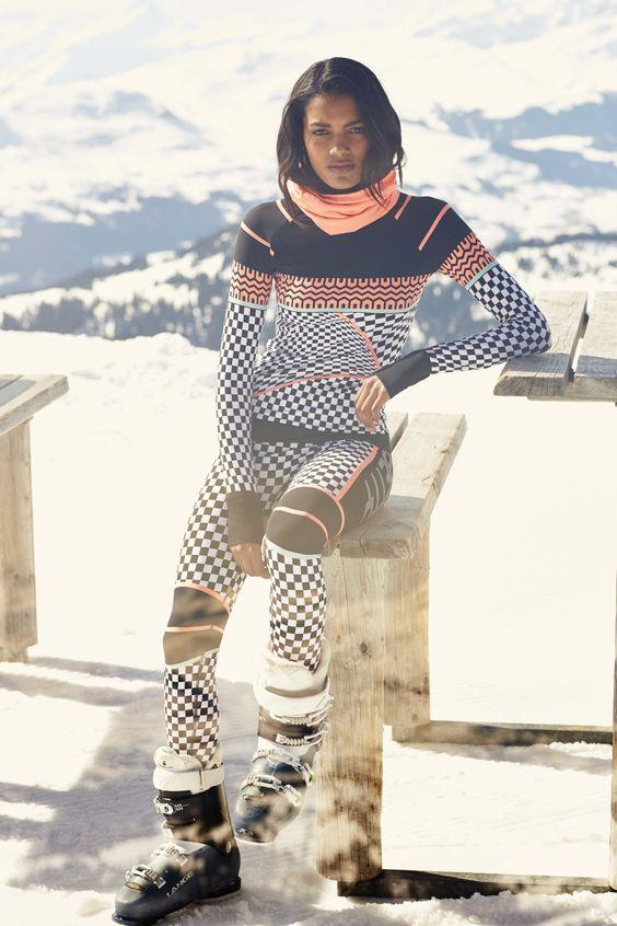 スキー ウェア の 下 に 着る 服
